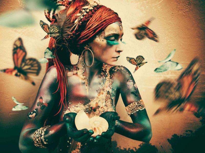 Woman with Butterflies - Jaime Ibarra - Art Center Hoorn